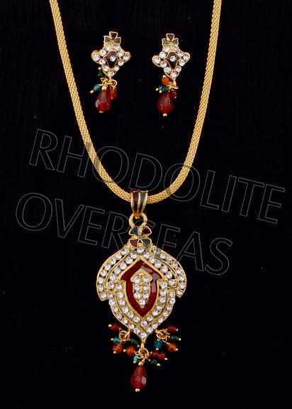 Ladies Elegant Pendant Set