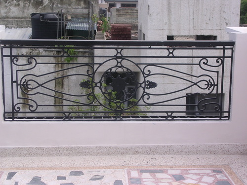 Balcony railing in noida uttar pradesh india metallica for Indian house front balcony design