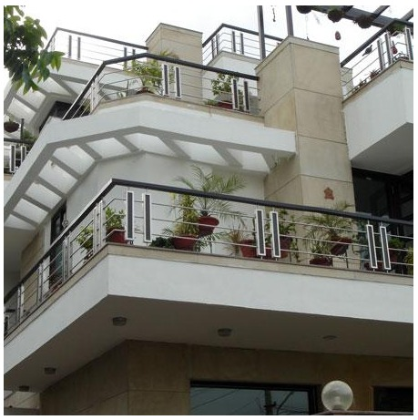 Pictures balcony railings images for Indian house front balcony design