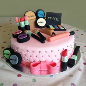 Makeup Kit Cake Design : Makeup Set Shape Cake in Madurai, Tamil Nadu, India ...