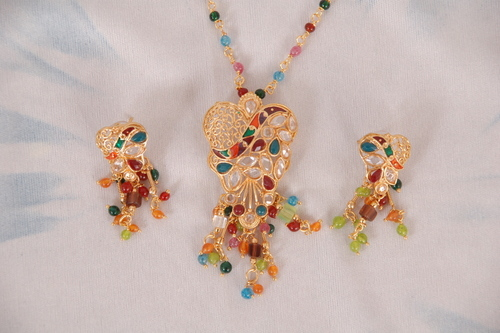 Pendent Set