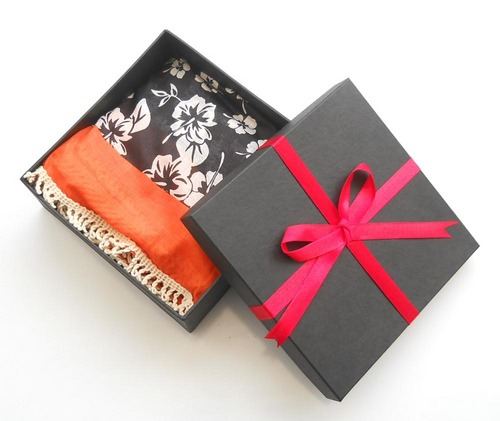 Scarf And Box (908364 (Box) + 908202-A (Stole))