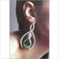 DIAMOND-EMERALD EARRING