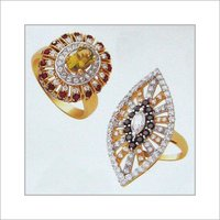 GOLD RING WITH STUDDED DIAMOND