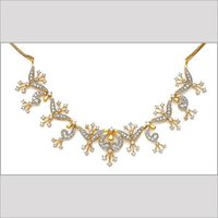 DESIGNER GOLD NECKLACE WITH STUDDED DIAMOND