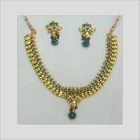 GEMSTONE STUDDED GOLD NECKLACE SET