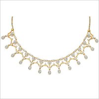 GOLD NECKLACE WITH STUDDED DIAMOND