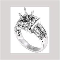 ROUND SHAPE LADIES DIAMOND RING