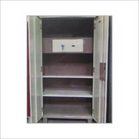 TOP LOCKER STEEL ALMIRAH