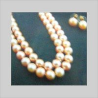 PLAIN PEARL NECKLACE WITH EARRINGS