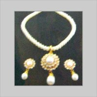 DESIGNER PEARL NECKLACE WITH EARRINGS