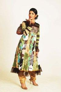 Jamawar Yolk With Bold Print Ladies Suits
