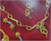 DIAMOND STUDDED GOLD NECKLACE SET