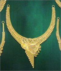 GOLD HALF NECKLACE