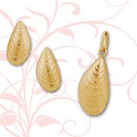 DESIGNER GOLD PENDANTS SET