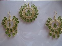 Silver Pendant Set With Peridot Stone