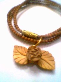 Wooden Rose Chain Pandle