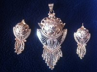 Gold Imitation Pendant Set