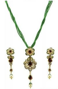 22K Antique Kundan Pendant Set