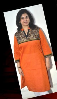 Short Ladies Kurta with Kalamkari Curved Yolk