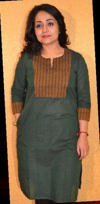 Ladies Kurta with Side Pocket and Glass Yolk
