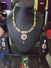 Attractive Diamond Necklace Set