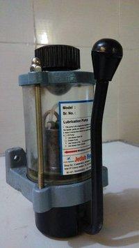 Hand opreted piston lubrication pump