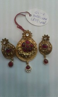 Gold Designer Pendant Set