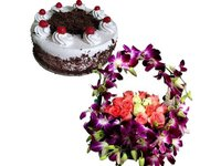 A Basket Full Of Love And Fragrance Combo Cake