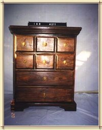 Eight drawers chest