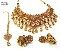Exclusive Antique Kundan Necklace Set