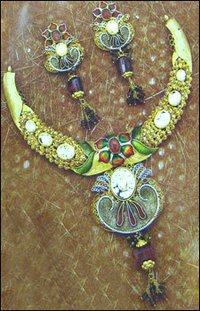 Ethnic Gold Ladies Necklace Set