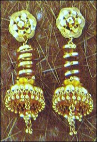 Fashionable Gold Ladies Jhumkis