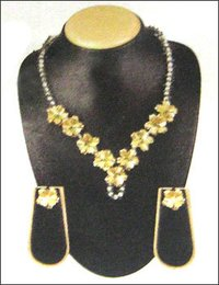 Gold Foil Fancy Necklace Set