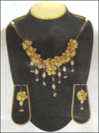Gold Foil Classic Necklace Set