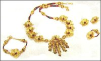 Gold Foil Antique Necklace Set