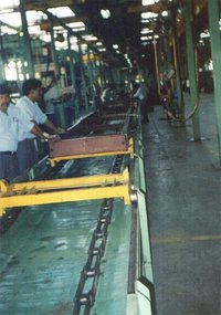 Trolley Chain Conveyor For Chassis Riveting Line