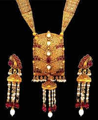Attractive Gold Necklace Set