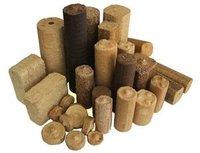 Различают древесные топливные брикеты, которые прессуются