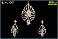 Fashionable Pendant Set