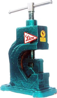 Lion Brand Pipe Vices With Steel Jaws (Heavy Duty)