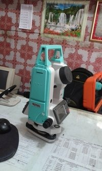 Digital Theodolite Machine