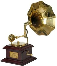 Handicraft Showpiece Brass Gramophone