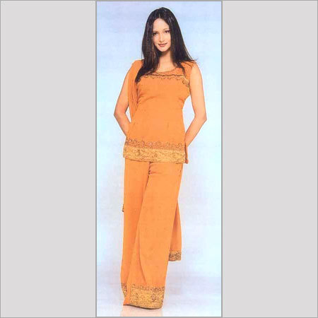 Ladies Silk Suits In New Delhi, Delhi - Manufacturers & Suppliers