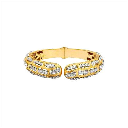 DIAMOND STUDDED GOLD BRACELET