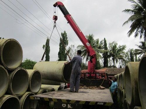 Rinker Materials Concrete Pipe Handling : Cable drum handling crane in goa chowgule material