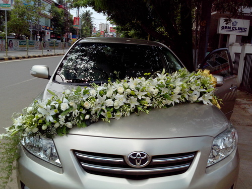 Bridal car flower decoration service in kaloor kochi for Automotive decoration