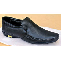 Casual Black Color Shoe in  95-A Old Vijay Nagar Colony