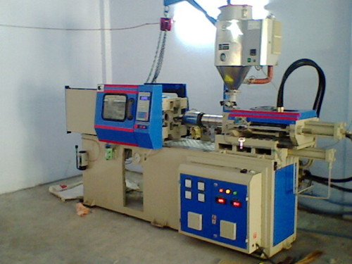 Injection Moulding Machine in  Kathwada
