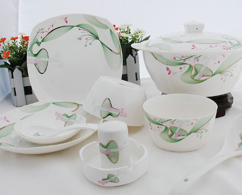 Classic Design Anaglyph Fine Bone China Dinner Set In 1ft